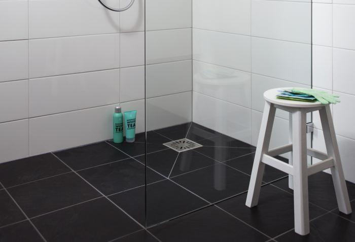 Rioolproblemen dit kunt u zelf doen - Tegelvloer badkamer ...
